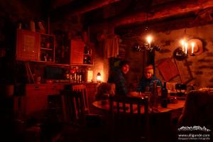 Geniale Hütte bei Chironico - günstig, gemütlich, perfekt fürs Bouldern. Nur der 20minüte Zustieg gefiel manchen nicht so.