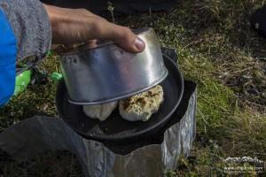 Outdoor-Brötchen auf dem Kocher