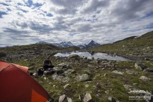 Zelt am See im Jotunheimen Gebirge