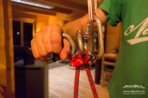 Beim Pivot soll man einen Nachsteiger leichter wieder etwas ablassen können, da der Wendepunkt näher am Seil ist.