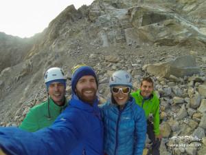 Oida Leck - wir sind unten!! Fehlen nur noch 1.000 Höhenmeter über Gletscher und Geröll. Ouhjaaaa....
