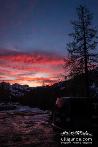 Sonnenaufgang am Grödner Joch. Angenehm warm ist es - schön zum frühstücken, schlecht fürs Eisklettern.