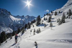 Aufstieg im Sonnenschein zur Schöntalspitze bzw Zischgeles
