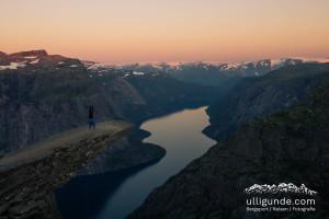 Sonnenaufgang an der Trolltunga, nachdem wir mit dem Zelt dort übernachtet haben. Ein herrliches Erlebnis.