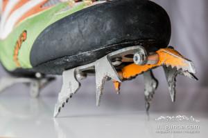 Raptor-Steigeisen an den Ice Comp Wettkampfschuhen von Lowa