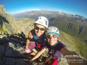 Selbstständiges Alpinklettern als Mädelsseilschaft. Hier am Furkapass in der Perrenoud.