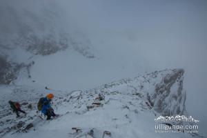Der Abstieg ist häufig kniffliger als der Aufstieg. Piz Buin im Nebel.
