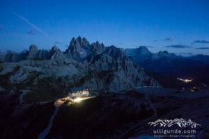 Unten leuchtet schon die Auronzo-Hütte, ganz in der Nähe wartet unser Auto.