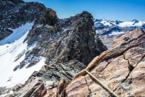 Die ersten Meter am Grat, im Hintergrund die Hintergraslspitze.