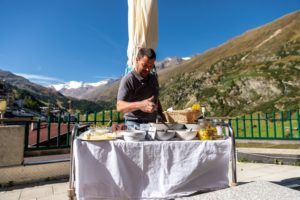 Hotel Alpenaussicht Obergurgl Frühstücks-Buffet Aussicht Terrasse
