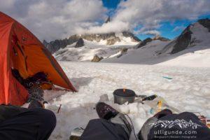 Mit dem Zelt am Gletscher. Blick zum Dent De Geant.