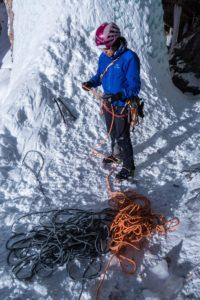 Ins Seil einbinden beim Eisklettern