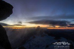 Sonnenaufgang am Teufelsgrat im Sturm